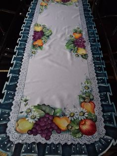 Designer Bed Sheets, Fabric Paint Designs, Kitchen Art, Table Covers, Fabric Painting, Table Linens, Cover Design, Decoupage, Stencils