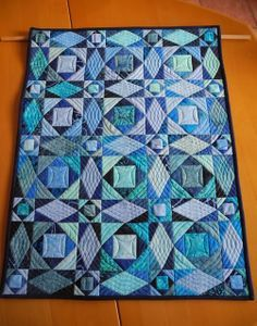 This is the best color combination for a Storm At Sea quilt.
