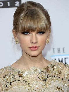 Taylor Swift's red carpet ready look.