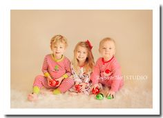 precious Christmas picture!  | Stephanie Fisher Photography