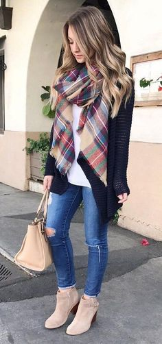 fb2b9bc6e6 #winter #fashion / Printed Scarf + Black Cardigan Skót Kockás Sál, Fekete  Farmerek