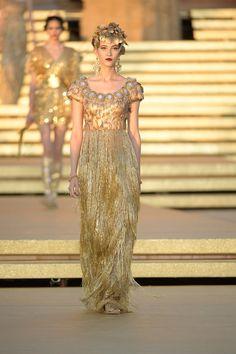 Dolce & Gabbana Herbst/Winter Haute Couture - Fashion Shows Dolce & Gabbana, Runway Fashion, High Fashion, Fashion Show, Womens Fashion, Fashion Design, Steampunk Fashion, Gothic Fashion, Victorian Fashion