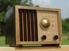 RCA Victor Vintage Tube Radio 75x11 Art Deco Bakelite Brass Fully Restored | eBay Radios, Radio Antigua, Record Players, Electrical Appliances, Televisions, Art Deco Period, Industrial Design, Consumer Electronics, Retro Vintage