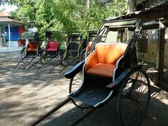 Rickshaws awaiting their passengers, as seen on the set of Indian Summers | Courtesy of Rebecca Eaton for MASTERPIECE