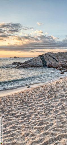 Sunrise Between Waters (Cala Estreta, Catalonia) - Free 4K HD Wallpapers