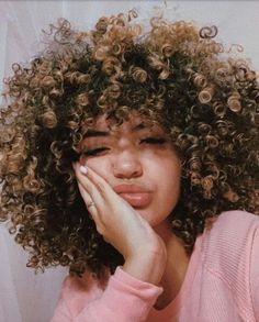 Cabelo cacheado - You are in the right place about diy furniture Here we offer you the most beautiful pictures about - Baddie Hairstyles, Pretty Hairstyles, Girl Hairstyles, Natural Afro Hairstyles, Formal Hairstyles, Ponytail Hairstyles, Wedding Hairstyles, Curly Hair Styles, Natural Hair Styles
