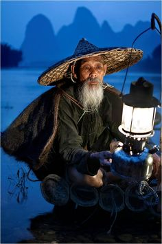 China (people, portrait, beautiful, photo, picture, amazing, photography, boat, lake, hat, lantern, water)