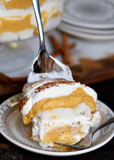 This Pumpkin Cheesecake Trifle is sure to impress all season long! Layers of pumpkin cheesecake, whipped cream and angel food cake combine for a fall treat that's impossible to resist! Gorgeous, simple, impressive, and totally delicious! Perfect for entertaining! // Mom On Timeout #pumpkin #recipe #dessert #Thanksgiving #Christmas #nobake #cheesecake #trifle Desert Recipes, Fall Recipes, Holiday Recipes, Cheesecake Trifle, Trifle Recipe, Pumpkin Trifle, Pumpkin Cheesecake, Delicious Desserts, Yummy Food