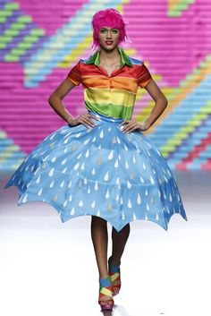 This costume has a circular umbrella skirt that creates a radial balance around the body. 2015 Fashion Trends, Fashion Week, Fashion Show, Fashion Design, Weird Fashion, Colorful Fashion, Crazy Dresses, Recycled Dress, Circus Costume