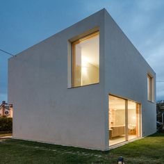 """Faced with the difficult task of delivering a house for Portuguese architect José Carlos Nunes de Oliveira designed this concrete """"mini-bunker"""" Minimalist Architecture, Facade Architecture, Residential Architecture, Futuristic Architecture, Style At Home, Pop Up Haus, Low Budget House, Low Cost Housing, Global Home"""