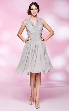 A-line V-neck Knee-length Chiffon Cocktail Dress  – USD $ 129.99