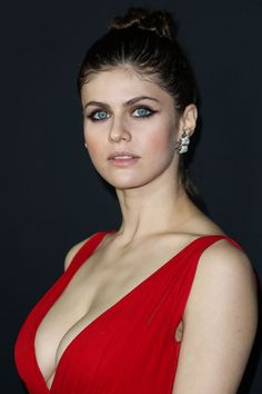 Alexandra Daddario - Beautiful Women in the world - You are in the right place about diy Here we offer you the most beautiful pictures about the diy - Beautiful Celebrities, Most Beautiful Women, Beautiful Actresses, Beautiful Beautiful, Beautiful Pictures, Selena Gomez Outfits, Hollywood Celebrities, Hollywood Actresses, Girl Celebrities