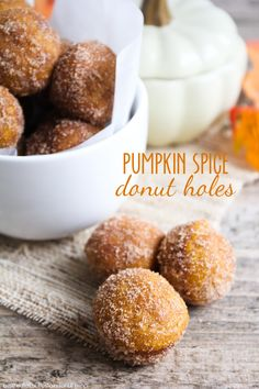 Pumpkin Spice Donut Holes - a simple and delicious fall treat (no yeast involved!) YUMMY! Find the recipe on { lilluna.com }