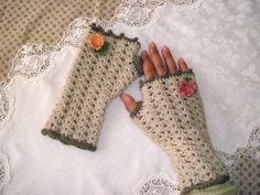 Fitted Fingerless Gloves with Thumb