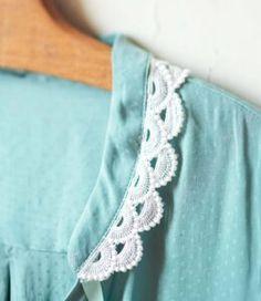Idée créative : customiser un chemisier | Le blog Frou-Frou Frou Frou, Blog Couture, Fabric Flowers