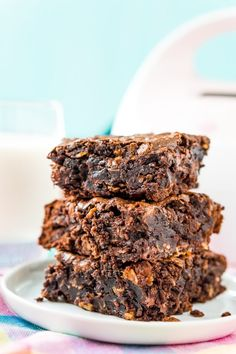 Lactation Brownies are an easy dessert that helps increase milk production with added ingredients like coconut milk, Brewer's yeast, and oatmeal! Lactation Brownie Recipe, Lactation Recipes, Lactation Cookies, Lactation Foods, Breastfeeding Cookies, Breastfeeding Tips, Biscuit Spread, Baby Food Recipes, Cooking Recipes