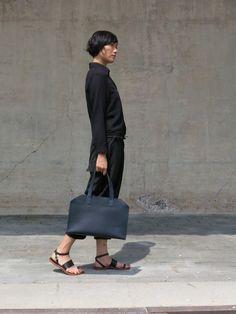 C-More |design + interieur + trends + prognose + concept + advies + ontwerp + cursus + workshops : KIKA NY Leather goods | Summer must have | bags | sandals | minimal design | fashion | Dutch Design
