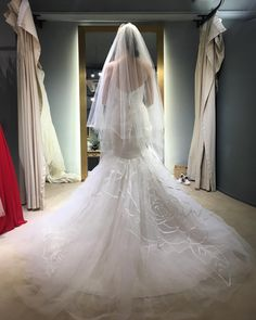 The mermaid wedding gown  Should I also take this one������ How many dresses I have to choose������ Do you think it's good for garden wedding? . . . #gardenwedding #weddinggown #haleypaige #roseongown #rose #supernicecutting #bigdayweddinggown #mermaidonland #formeandforyouu #foryouandforme #keepthinking #superbeautiful #gown #manydressesiwant #givemesometimeplease http://gelinshop.com/ipost/1524413201779957055/?code=BUnzbr3Ap0_