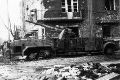 Selbstfahrlafette auf Fahrgestell VOMAG 7 OR 660 mit 8,8 cm Fla.K. 36  Suburbs of Budapest, February 1945.