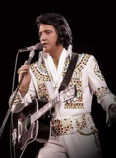 Elvis Presley Rock, Elvis Presley Concerts, Elvis Presley Pictures, Elvis In Concert, Lady Gaga, Rare Elvis Photos, King Of Music, Hollywood, Rockn Roll