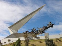 Vargas Swamp Lancers Memorial -Cocobmia This popular monument in Colombia was a conflict near Paipa in led by Simón Bolívar. Famous Monuments, Colombia Travel, Most Visited, Public Art, Chile, America, Vacation, Places, Travelling