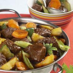 Recept: Dušená hovězí kýta se zeleninou   iGurmet.cz Korn, Food And Drink, Beef, Cooking, Ethnic Recipes, Image, Meat, Kitchen, Brewing