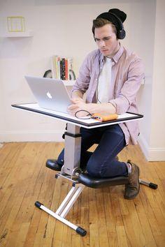 DESIGN DE PRODUTO - The Edge Desk System é uma escrivaninha dobrável que combina conforto e a postura de uma kneeling chair (cadeira com apoio para os joelhos) com uma superfície ajustável. Foi projetada para estimular o trabalho e pode ser desdobrada em menos de 10 segundos e depois redobrada de modo que seja fácil de guardar.