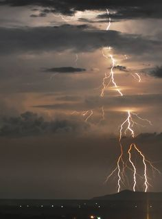 Explore amazing art and photography and share your own visual inspiration! All Nature, Amazing Nature, Science Nature, Weather Cloud, Wild Weather, Pictures Of Lightning, Thunderbolt And Lightning, Thunder And Lightning, Lightning Strikes