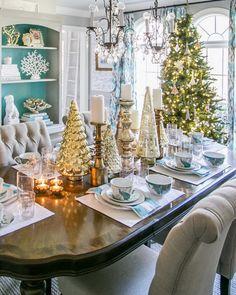 @amyspearinginteriors Christmas Dining room. Photo cred: @craighutsonphoto…