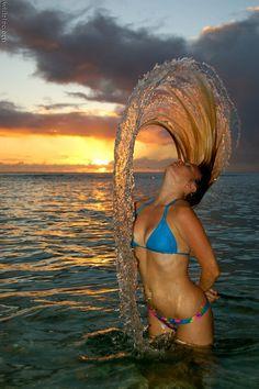 Woman, Sol, agua, movimiento....