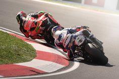 portfolio — Aesse Photo di Stefano Arcari SBK Imola, lotta tra BMW e Ducati durante le qualifiche del sabato