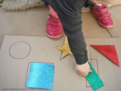 This is a simple DIY shape puzzle for babies and toddlers that will have them learning how to match shapes and recognise colours.