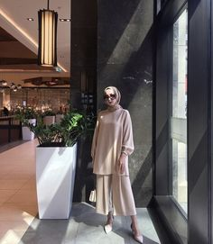 Abaya Style 740419994968266118 - Source by krksarzuu Modest Fashion Hijab, Modern Hijab Fashion, Street Hijab Fashion, Hijab Fashion Inspiration, Hijab Style, Hijab Chic, Abaya Fashion, Muslim Fashion, Casual Hijab Outfit