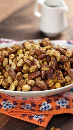 Recipe with video instructions: Things get a bit nutty when you upgrade mixed nuts with a bit of cayenne, curry powder, maple syrup and more. Peanut Recipes, Almond Recipes, Dog Food Recipes, Spiced Almonds, Spiced Nuts, Nut Mix Recipe, Savory Nuts Recipe, Fruit Sec, Curry Spices