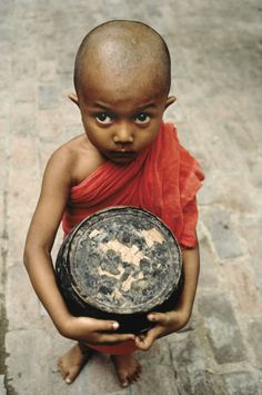 Little Buddha by Steve McCurry, Burma Eric Lafforgue, Mandalay, We Are The World, People Around The World, Real People, Steve Mccurry Photos, Fotojournalismus, World Press Photo, Afghan Girl