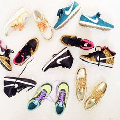 { running shoes }