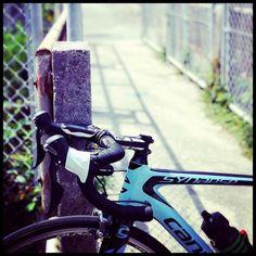 Urban focus. Tag 3 friends for good luck! #bicidacorsa #bikesfromthebunch #cyclingpics #cyclinglove #cyclingkit #cyclingapparel