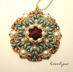 free bead weaving instructions #pendant #medallion #superduo #twinbeads #rivoli #bezel