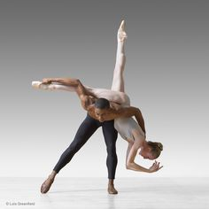 Craig Hall and Wendy Whelan, MORPHOSES / THE WHEELDON COMPANY - photograph by Lois Greenfield.