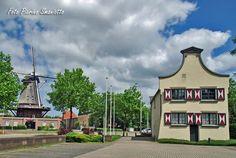Sint Annamolen en koetshuis aan de Hatertseweg.