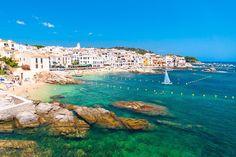 1. Calella de Palafrugell, en Girona (Cataluña) - Estos son los mejores pueblos de costa de España según los lectores de Condé Nast Traveler
