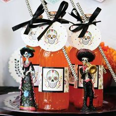 Day of the Dead Party Ideas - Dia de los Muertos Halloween Goodie Bags, Halloween Party Favors, Halloween Celebration, Halloween Inspo, Halloween Diy, Happy Halloween, Sugar Skull Decor, Day Of The Dead Party, Halloween Table Decorations