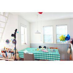 asuさんの、キッチン,ダイソー,ギンガムチェック,ダイニング,IDEE,ウッドブラインド,水色,バルーン,絵本棚,腰壁,撮影,クルランプ,のお部屋写真