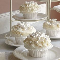 pearl white cupcakes...would go perfectly with a pearl white wedding cake :)