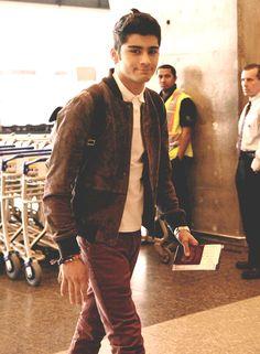 Zayn Jawaad Malik, I love that little fake, half smile <3 One Direction :)