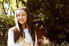 A young Maddi Jane covers songs and uploaded ithem into Youtube and attracted million viewers around the world.
