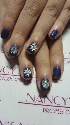 Esmaltado semipermanente en color purple stars, joyeria y cristales