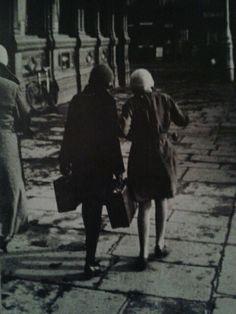 'Yo-Yo Girls' 1931 Cavendish Row, Dublin [Fr. Browne's Dublin]