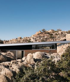 The Blue Sky prototype home tiptoes gracefully across the desert landscape just north of Joshua Tree National Park. Unlike a wood-frame house, where load-bearing walls need to go in certain places to support the structure, a Blue Sky steel frame house doesn't require interior walls. The architects at o2 capitalized on the flexibility the steel afforded them by emphasizing open space and a connection with the surrounding nature.