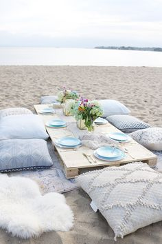 Boho Birthday Beach dinner with pillows and vintage rugs. Set up plates and table decor on pallet and add pillows. Birthday Beach dinner idea, beach dinner casual, lanterns and candles Beach Dinner Parties, Beach Party, Picnic Birthday, Birthday Dinners, Birthday On The Beach, Outdoor Birthday, Beach Bonfire, Beach Picnic, Table Office